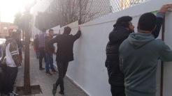 Els alumnes del CFA Can Serra van mesurar el mur tots plegats amb en Pere Llobera i l'Artur Muñoz