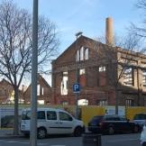 La nau industrial de Mas Aliè és, juntament amb la plaça de les Glòries i el Casal de Joves de Can Ricard, l'únic equipament que té partida pressupostària al Poblenou, aquest 2015.